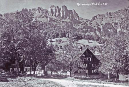Sax am Fuss der Bergstrasse rechts