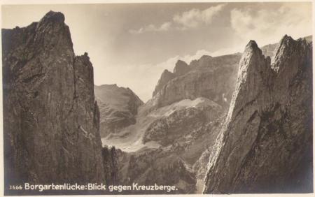 Blick aus der Bogartenlücke gegen die Kreuzberge um das Jahr 1910. Unbekannter Fotograf. Nr. 3666