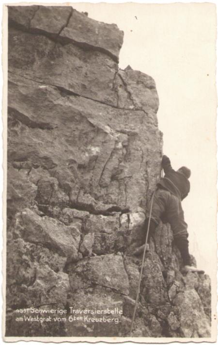 Schwierige Traversierstelle am Westgrat vom sechsten Kreuzberg um das Jahr 1920. Unbekannter Fotograf. Nr. 4537
