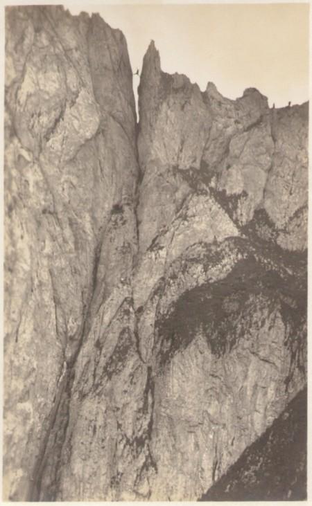 Die Aufstiegsroute und Scharte am ersten Kreuzberg um das Jahr 1920. Fotograf: Jean Gaberell (1887 - 1949), Thalwil, Nr. 1894