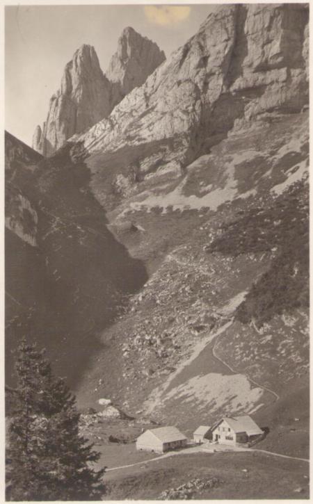 Bollenwees mit dem ersten und zweiten Kreuzberg um das Jahr 1920. Fotograf: Jean Gaberell (1887-1949), Nr. 5147