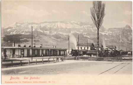 Der Bahnhof von Buchs mit Eisenbahn um das Jahr 1900, Aufnahme und Verlag von Christian Tischhauser, Buchs, Nr. 710
