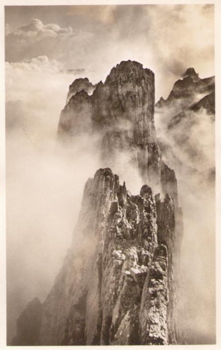 Blick vom fünften gegen sechsten, siebten und achten Kreuzberg um das Jahr 1920, mit dem Gätterifirst im Hintergrund. Aufnahme und Verlag von Jean Gaberell (1887-1949), Thalwil, Nr. 5177